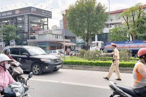 Tài xế xuống Hà Nội chúc Tết đi nhầm vào làn xe buýt nhanh bị phạt ra sao?