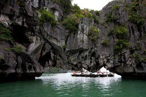 Lật đò trên vịnh Hạ Long, 1 nữ du khách Hàn Quốc tử vong