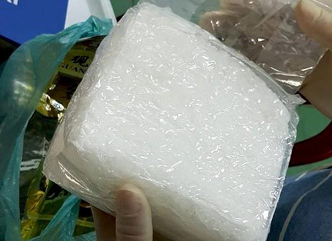 Bắt giữ hai người mang gần 1 kg ma túy đá