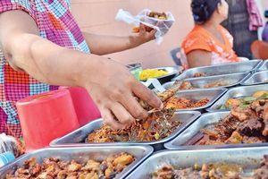 Hàng chục học sinh ngộ độc thực phẩm ở trường học Campuchia
