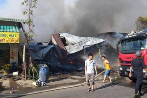 Nhiều ki ốt cháy rụi ngày mùng 2 Tết tại Bình Dương