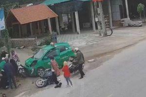 Taxi lao vào nhóm người đi chúc Tết ở Quảng Bình do tài xế buồn ngủ