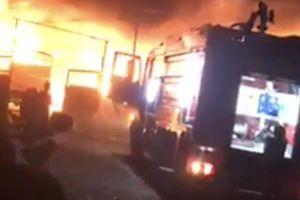 Cháy lớn tối mùng 2 ở Bình Dương, chủ vựa phế liệu mất Tết khi nhiều tài sản bị 'bà hỏa' thiêu rụi