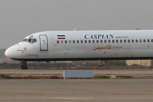 Máy bay chở 130 khách trượt khỏi đường băng, lao ra giữa phố ở Iran