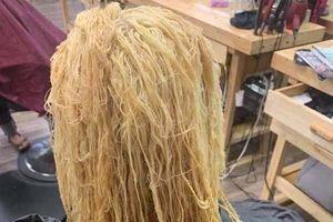 Cô gái sở hữu mái tóc như râu ngô khiến cộng đồng mạng khóc thét