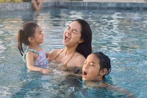 Phạm Quỳnh Anh đi chơi tết cùng hai con gái với gia đình chồng cũ Quang Huy