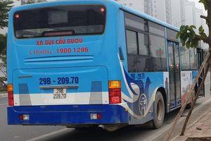 Tài xế xe buýt vừa lái xe vừa gọi điện chúc Tết có bị xử lý?