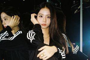Fan BlackPink tố adidas đối xử bất công với Jisoo trong quảng cáo mới