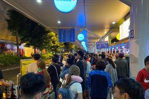 Mắc kẹt ở sân bay Tân Sơn Nhất đêm mùng 3 Tết vì không có taxi