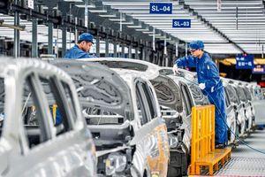 Sản xuất trì trệ, các đại gia ôtô gấp rút đưa người khỏi ổ dịch corona
