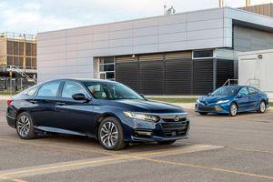 Chọn sedan tiết kiệm, Honda Accord hay Toyota Camry?