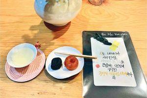 Tiếng chuông trong phòng trà ở Seoul
