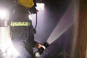 Nghệ An: Giải cứu cụ bà 80 tuổi kẹt trong đám cháy, nghi do thắp hương ngày Tết