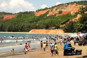 Đông đảo du khách đến Bình Thuận đón Xuân Canh Tý