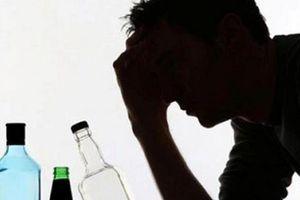 Dấu hiệu nhận biết và cách sơ cứu ngộ độc rượu ngày Tết