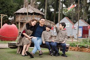 MC Đan Lê cùng chồng con vô cùng rạng rỡ tận hưởng không khí chào đón năm mới