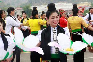 Sôi động Hội xuân dâng Bác tại Sơn La
