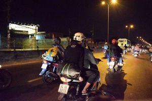 Người miền Tây chạy thâu đêm về TP.HCM ngày mồng 5 Tết