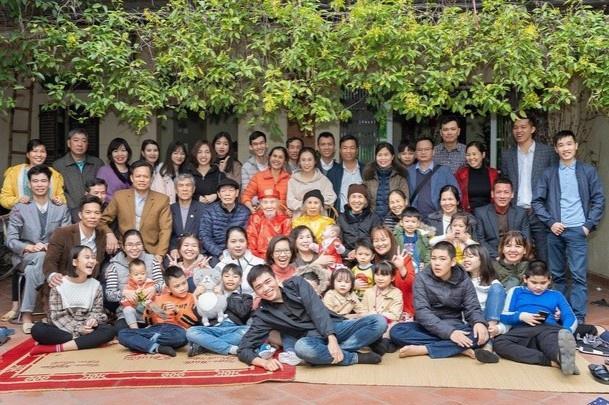 Dân mạng bắt trend khoe ảnh đại gia đình ngày Tết