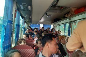 Xử lý nghiêm xe khách 29 chỗ nhồi nhét 50 người và lái xe sử dụng giấy phép giả