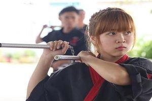 Video hotgirl múa côn như Lý Tiểu Long gây sốt