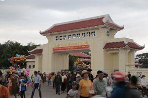 CSGT đất võ Bình Định phát nước cho khách dự lễ kỷ niệm chiến thắng của vua Quang Trung