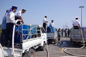 Bộ tư lệnh Vùng 2 Hải quân cung cấp nước ngọt giúp nhân dân vùng nhiễm mặn tỉnh Bến Tre