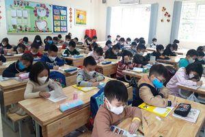 Chùm ảnh: Lớp học phòng, chống dịch nCoV ở Thanh Xuân