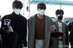 EXO, TTS 'Produce X 101' và loạt sao Hàn đeo khẩu trang phòng tránh virus corona, Im Siwan gây sốt vì hành động này ở sân bay!