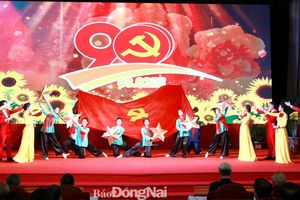Tự hào truyền thống, vững bước dưới cờ Đảng quang vinh