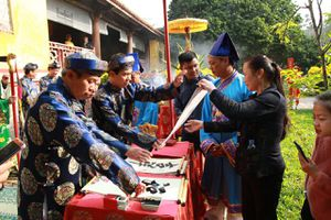 Lễ Hạ nêu và khai ấn Tân niên tặng chữ đầu xuân ở Đại Nội Huế
