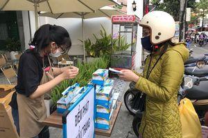 Người Đà Nẵng, Đắk Lắk phát khẩu trang miễn phí phòng virus corona