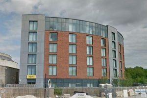 Khách sạn Anh bị phong tỏa vì du khách TQ nghi nhiễm virus corona