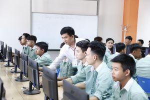 Đà Nẵng: Phòng tránh virus Corona, sinh viên ĐH Đông Á học online tại nhà
