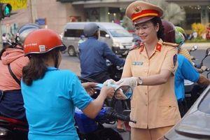 CSGT Đồng Nai góp tiền mua 100.000 khẩu trang cho dân