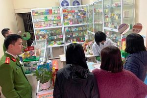 Quận Thanh Xuân: Niêm phong, xử phạt các hiệu thuốc 'chặt chém' giá khẩu trang