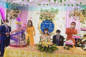Đám cưới mùa dịch Corona: Chú rể dở khóc, cô dâu dở cười