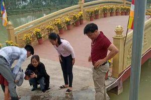 Thầy giáo dũng cảm cứu cháu bé bị rơi xuống hồ nước