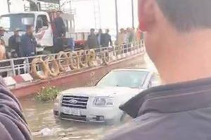 Nam Định: Xe 7 chỗ trôi xuống sông khi qua phà, một người tử vong