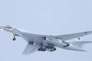 Tu-160M cất cánh sánh ngang B-21 Raider Mỹ