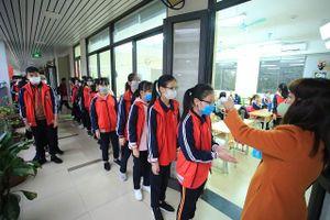 Ngày đầu tiên học sinh nghỉ học phòng chống dịch nCoV: Nhà trường, phụ huynh tìm cách ứng phó