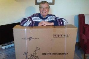 Amazon chuyển nhầm kiện hàng cho người già nhưng từ chối nhận lại