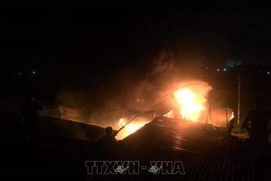 Xưởng mộc cháy dữ dội trong đêm ở Lâm Đồng