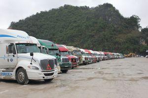 Ngóng thông quan, tài xế 'vật vã' sinh hoạt tại cửa khẩu Tân Thanh
