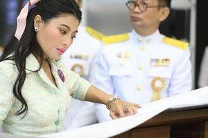 Hai nàng công chúa Thái Lan xuất hiện trong sự kiện mới: Người xinh đẹp bất ngờ, người 'dìm' mình không thương tiếc