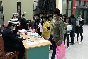 Trung Quốc trao trả 70 công dân Việt Nam qua cửa khẩu Hữu Nghị