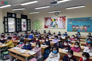 Nhiều địa phương trong cả nước tiếp tục cho học sinh nghỉ học