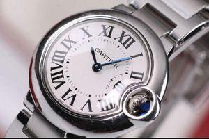Thấy đồng hồ khách bỏ quên, nữ nhân viên sân bay tiện tay 'bỏ túi' mang về