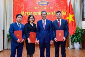 Thứ trưởng Ngoại giao Đặng Minh Khôi trao quyết định bổ nhiệm, điều động cán bộ cấp Vụ