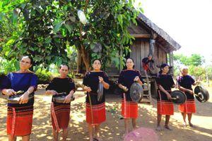 Đội chiêng nữ, những người nối dài tiếng chiêng ở Đắk Lắk
